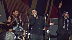 "AUDIOSLAVE и Serj Tankian изпълниха заедно ""Like A Stone"" в памет на Chris Cornell"