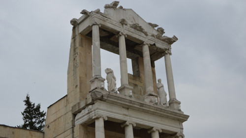 ROMAN_THEATER_CAPITELS