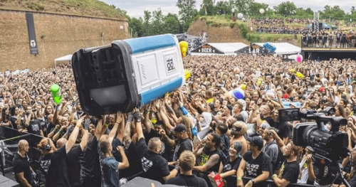 brutal-assault-gutalax-toi-toi-cesso-crowd-surfing